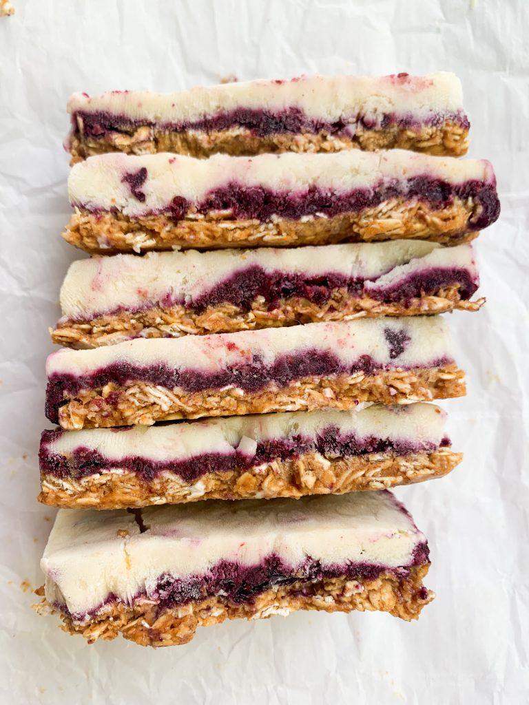 granola and berries frozen yogurt bars