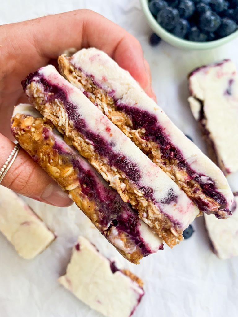 berries and granola frozen yogurt bars