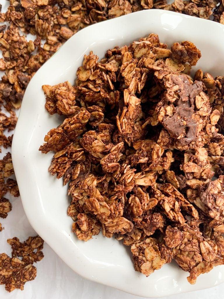 healthy chocolate coconut granola