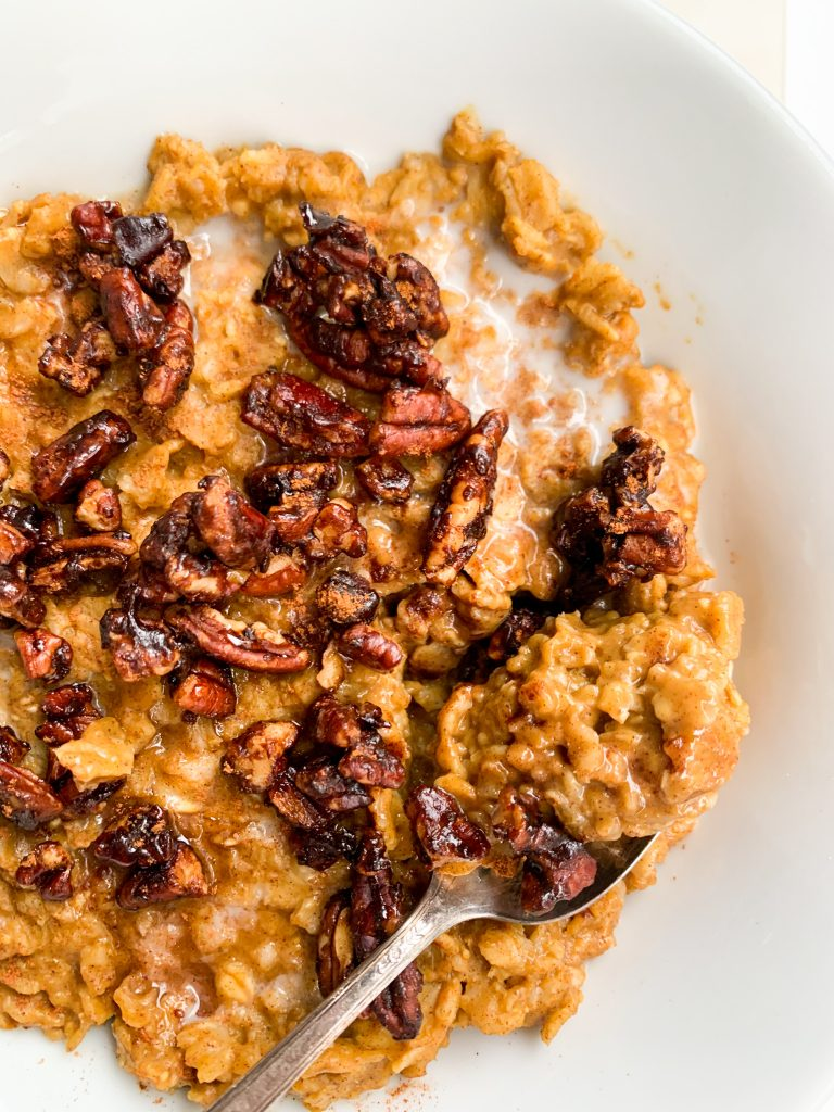 pumpkin pie oatmeal with candied pecans