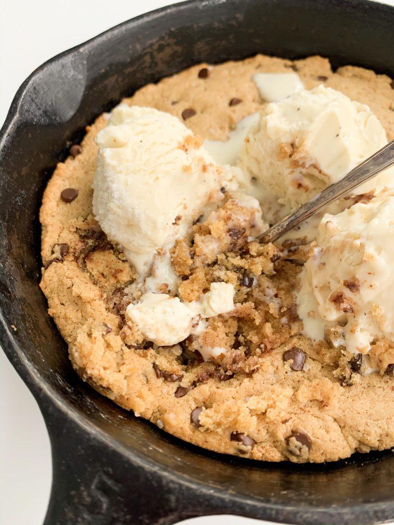 cookie skillet, vanilla ice cream, and spoon