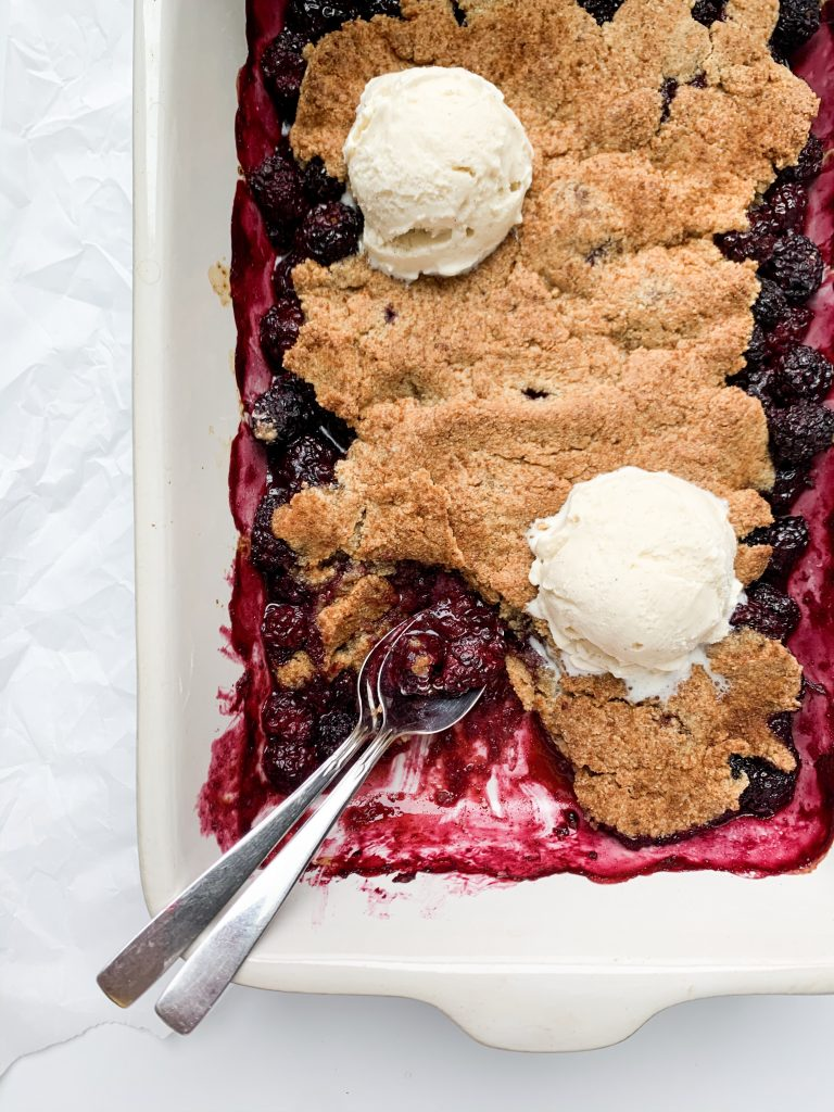blackberry cobbler in a dish with two spoons