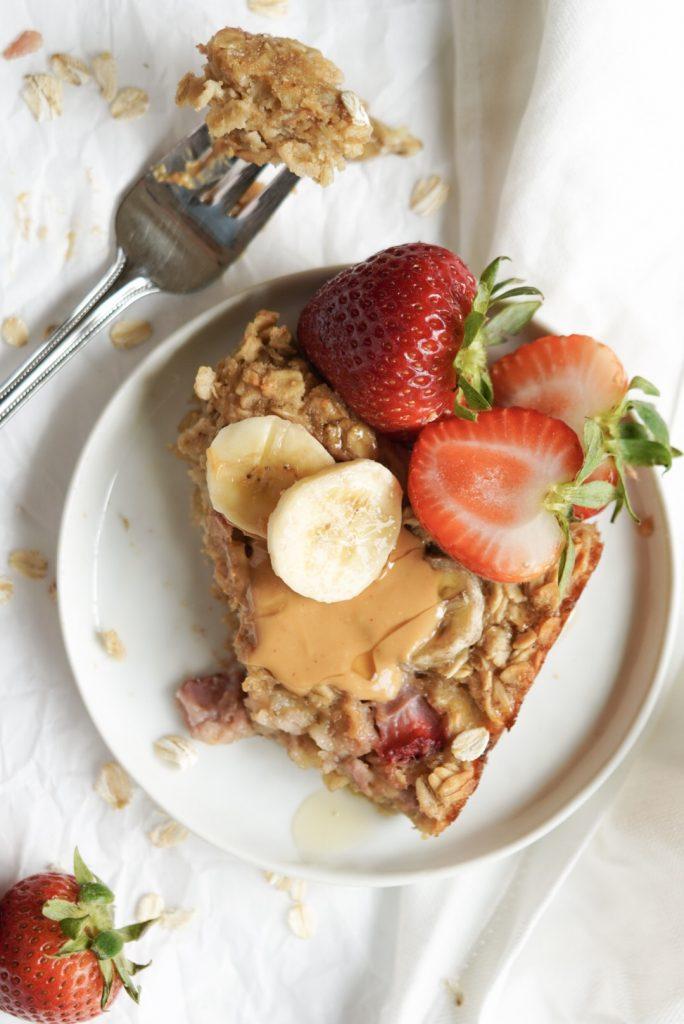 healthy strawberry banana baked oatmeal